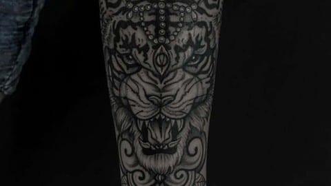 tatuaż graficzny tygrys
