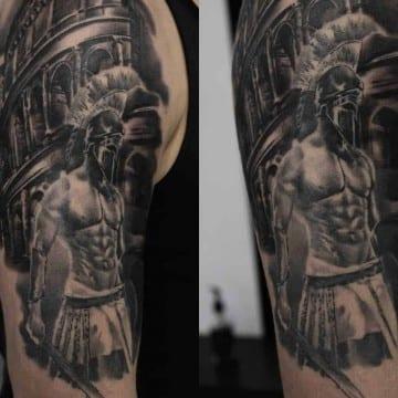 gladiator czarno szary tatuaz