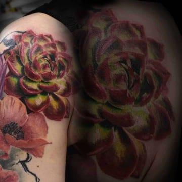 kwiat kolorowy realizm tatuaz