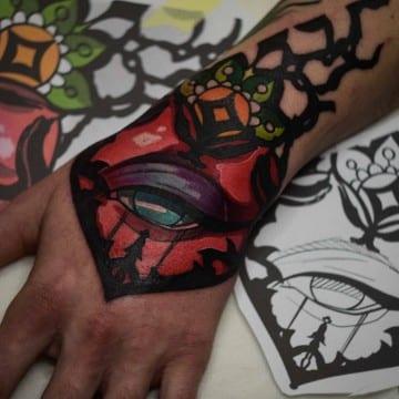 neotrad kolor dłoń tatuaż