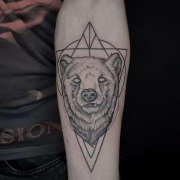 niedzwiedz graficzny tatuaż