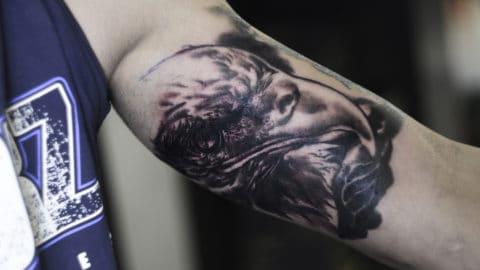 orzeł czarno szary tatuaż