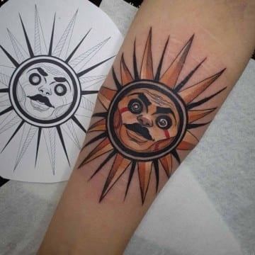 słońce neotradycyjny tatuaż
