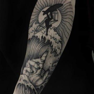 serfer tatuaż graficzny