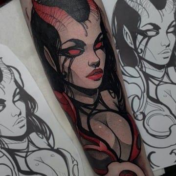 mroczna kobieta tatuaz neo