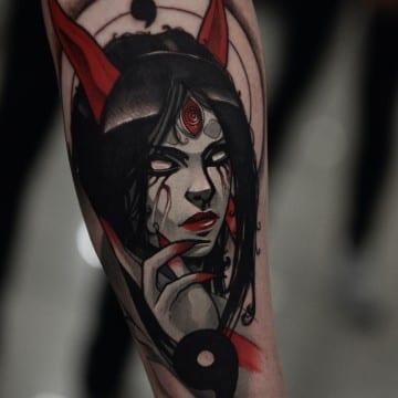 mroczny tatuaz kobiety