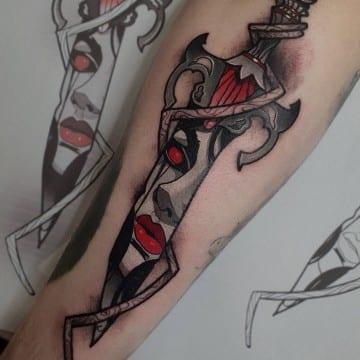 tatuaz neotradycyjny sztylet