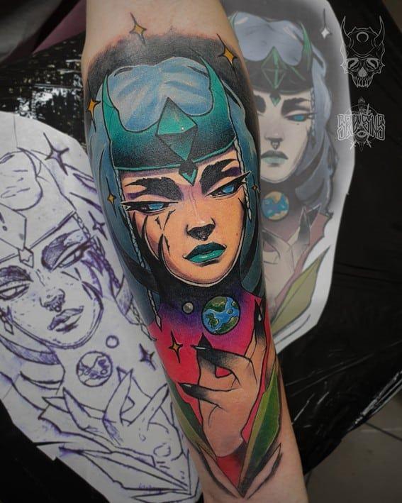 tatuaż kobiety w stylu komiksowym