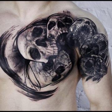 tatuaż na klatce czaszki