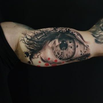 oko tatuaz biceps