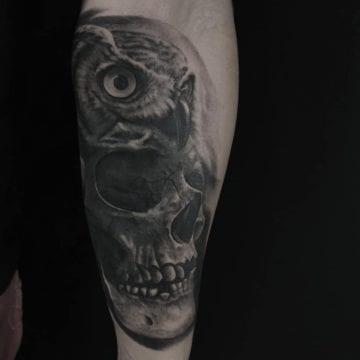 tatuaż sowy czarno szary