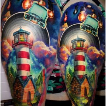 tatuaż kolorowy latarnia morska