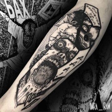 mroczny tatuaż graficzny