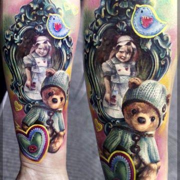 kolorowy tatuaż przedramię
