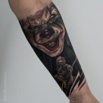 cos tatuaz czarnoszary