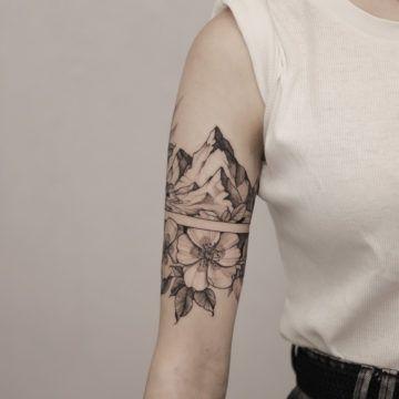 tatuaz kobiecy ramie