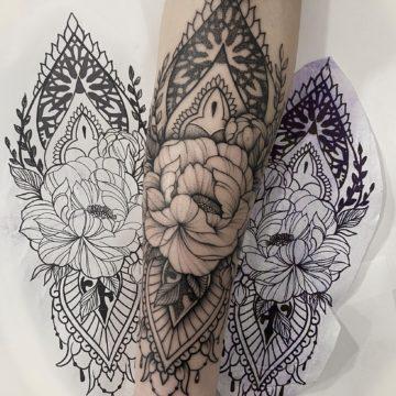 tatuaz kwiaty przedramie