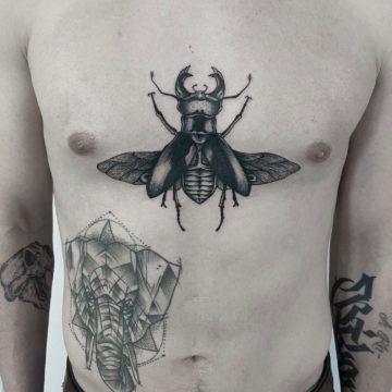 tatuaz na mostku